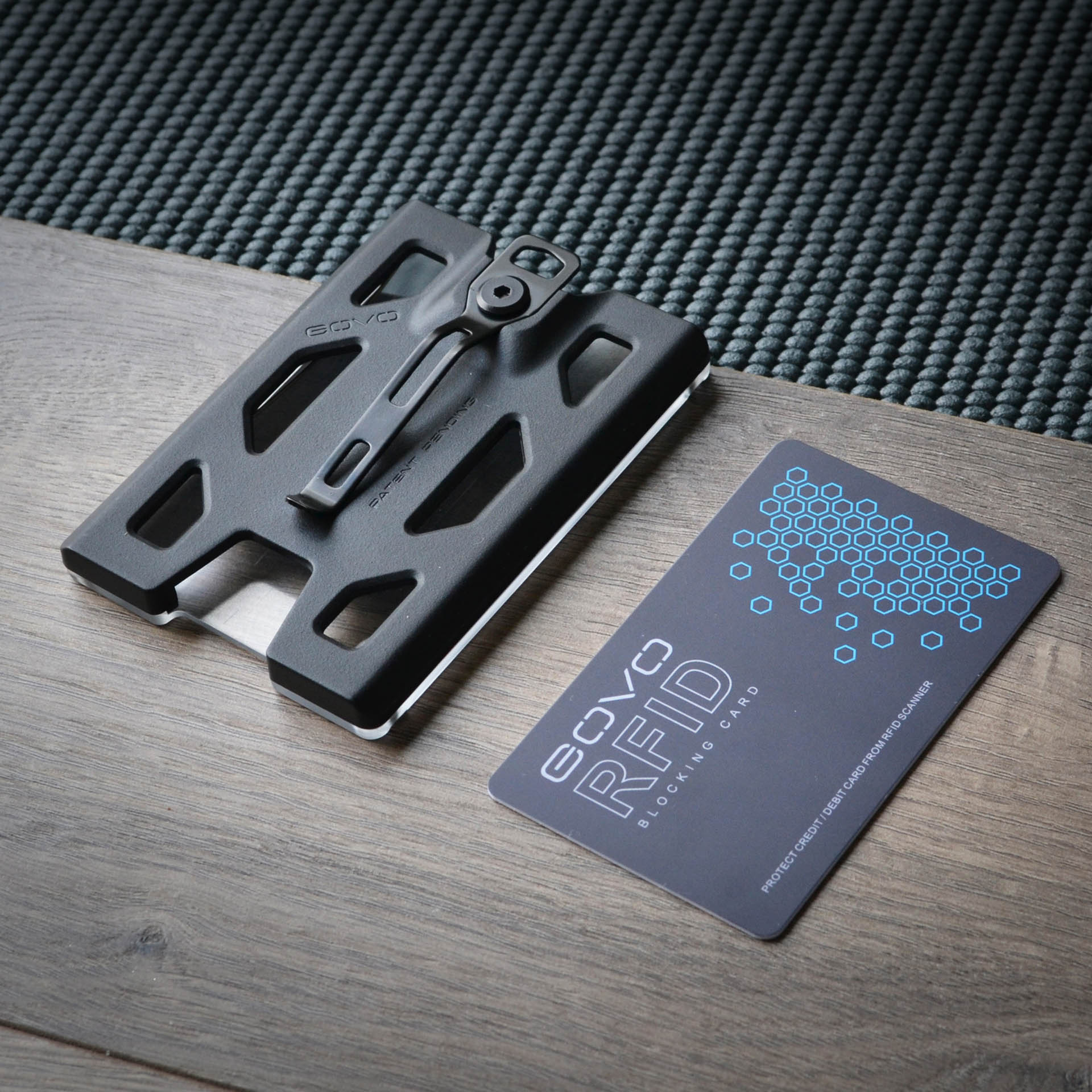 Durable Polycarbonate ID//Credit Holder with Metal Cli GOVO Badge Holder//Wallet
